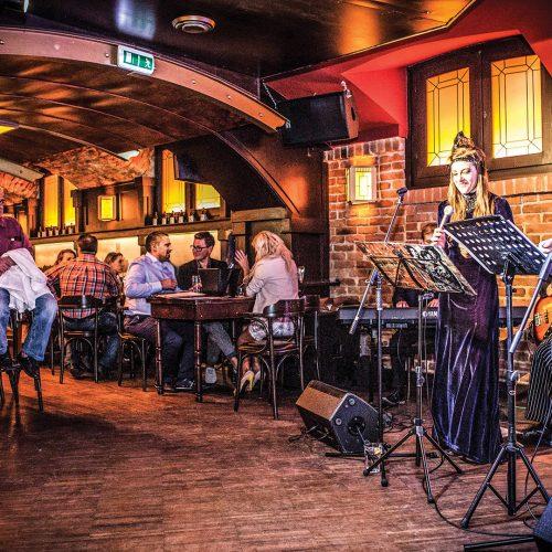 Top ten live music pubs in the UK